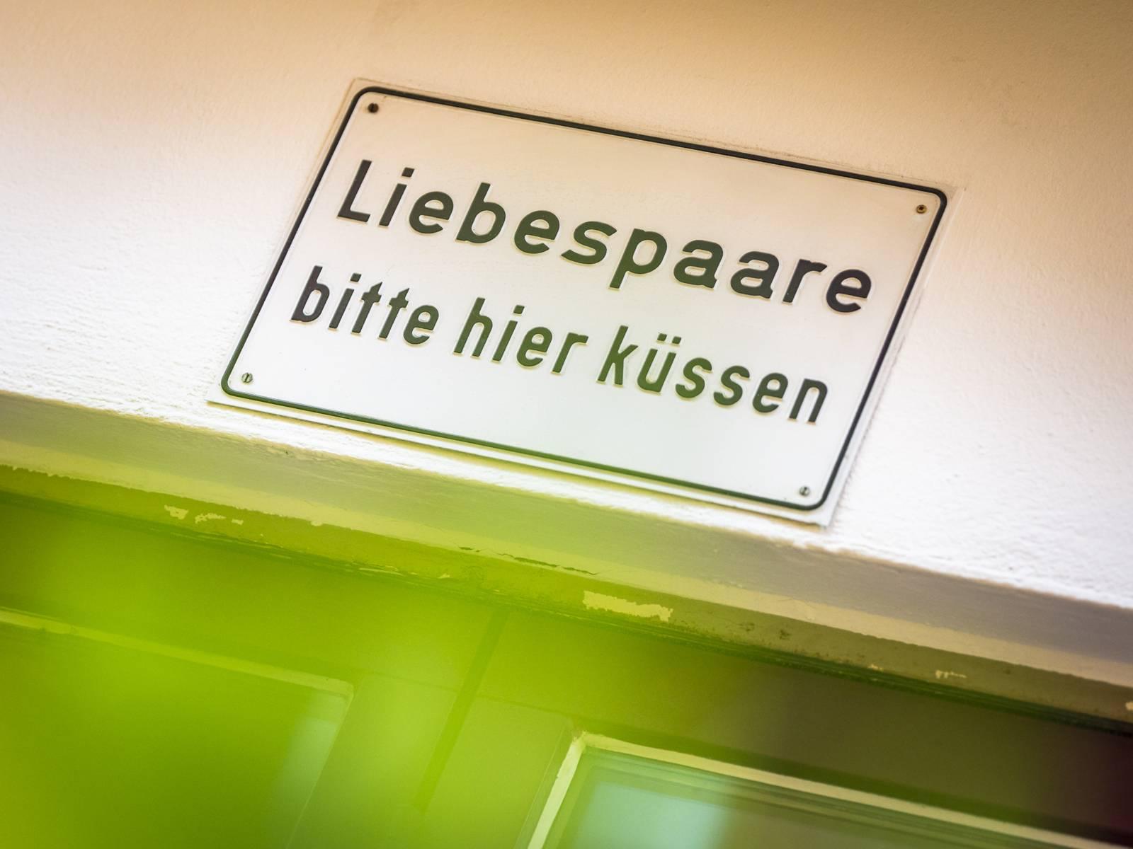 Vera Burmester   Liebespaare bitte hier küssen