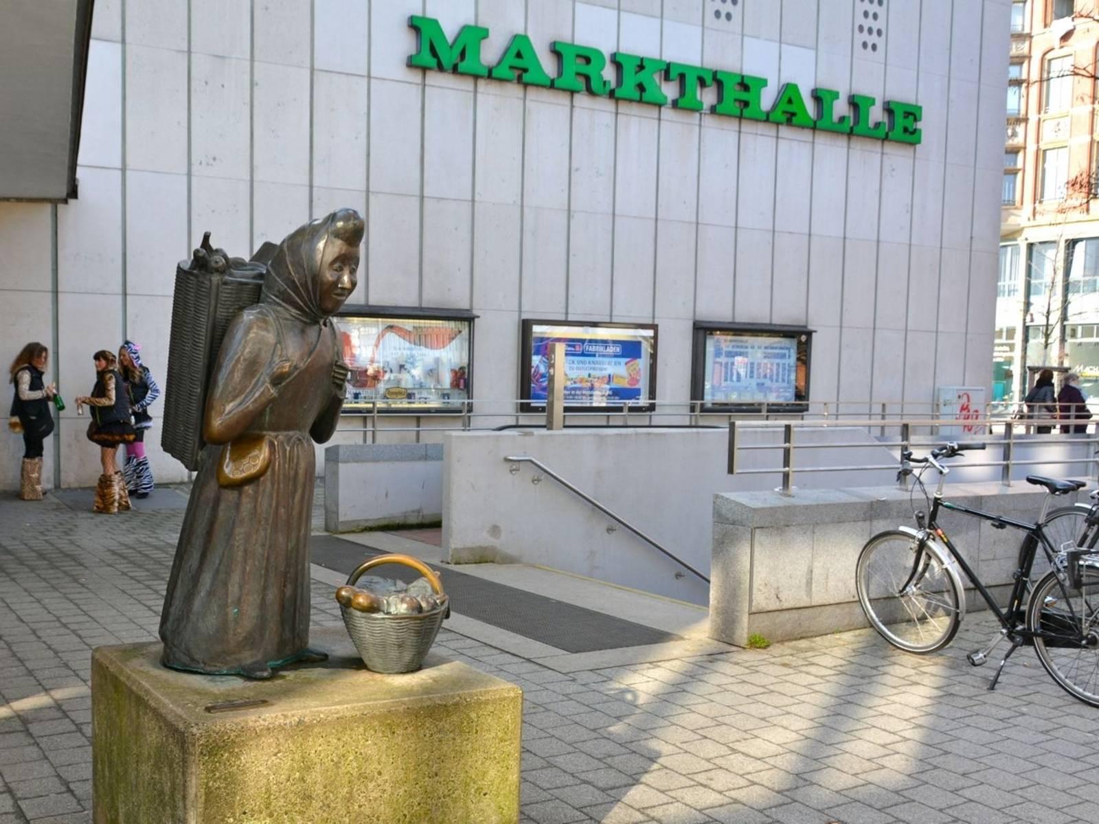Statue einer Marktfrau