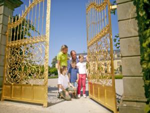 Eine Familie am Goldenen Tor.