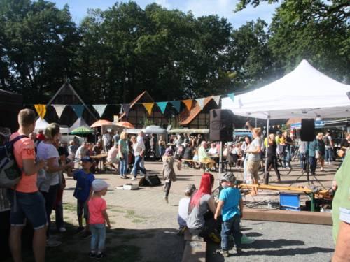 Das beliebte MarktTreiben im Scheunenviertel von Steinhude