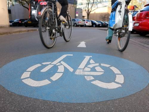 Die Markierung einer Fahrradstraße.