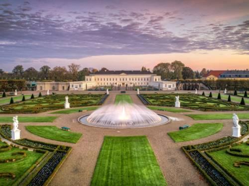 Blick auf das Schloss Herrenhausen im Herbst