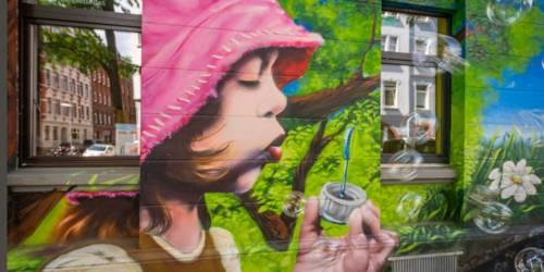 Linden: Mädchen mit Seifenblasen