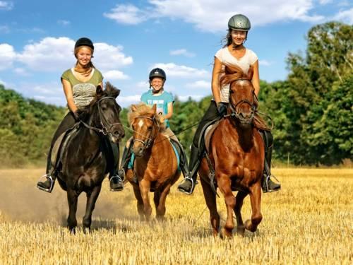 Drei Reiterinnen