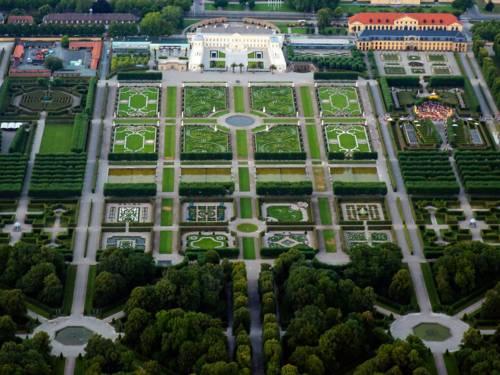 Die Herrenhäuser Gärten aus der Vogelperspektive.
