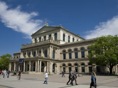 Staatsoper Hannover bei Tag