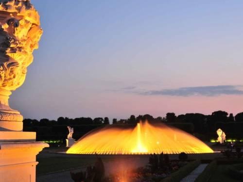 Illumination of the Bell Fountain