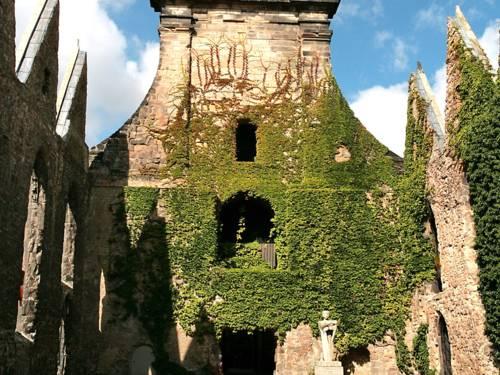 Die Ruine der Aegidienkirche mahnt gegen Krieg und Gewalt.