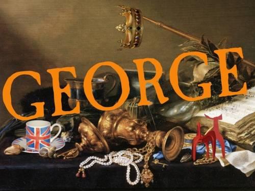 """Der Schriftzug """"George"""" prangt über einer Ansammlung verschiedener Gegenstände britischer und hannoverscher Herkunft wie Pokalen, einer Tasse in den Farben des Union Jack und einem kleinen Abbild des Hellebadier."""