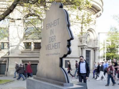 Leibniz-Denkmal am Opernplatz