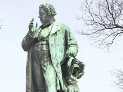 Marschner-Statue