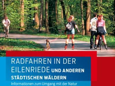 """Ausschnitt aus dem Titelbild des Flyers """"Radfahren in der Eilenriede und anderen städtischen Wäldern"""": Eine Gruppe mit Roller-Blade-Fahrern und Hund sowie einer Fahrradfahrerin begegnen auf einem Radweg im Wald einem anderen Radfahrer."""