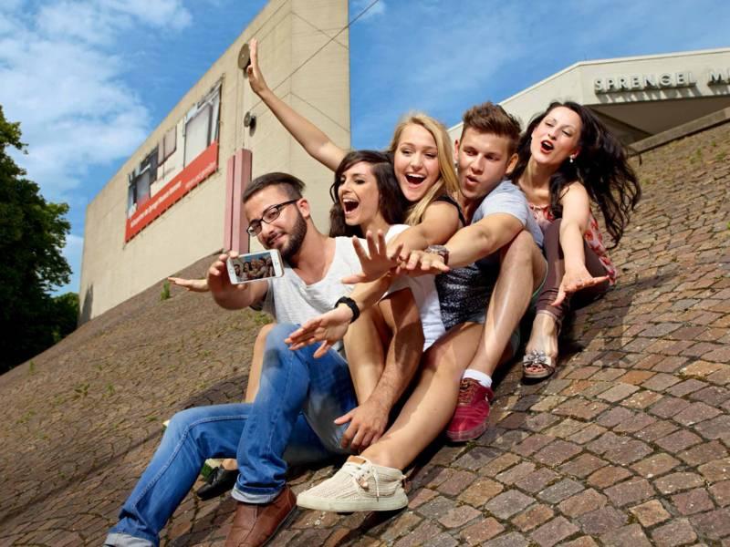 Menschen machen ein Selfie