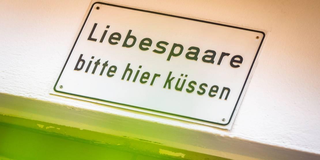 Graffiti: Liebespaare bitte hier küssen