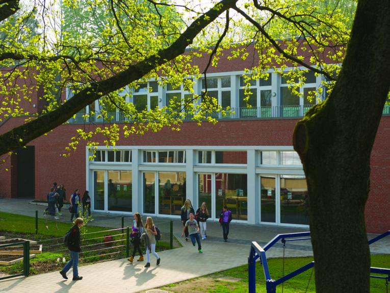 Schulhof in der Internationalen Schule
