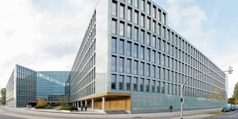 Ein modernes Bürogebäude.