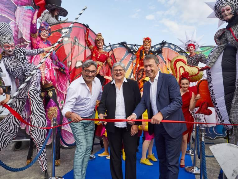 Mousse T., die Erste Stadträtin Sabine Tegtmeyer-Dette und Hans Nolte von der Hannover Veranstaltungs GmbH eröffnen das Maschseefest 2019.