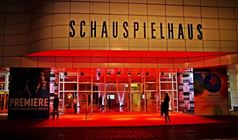 Schauspielhaus / Außenansicht beleuchtet