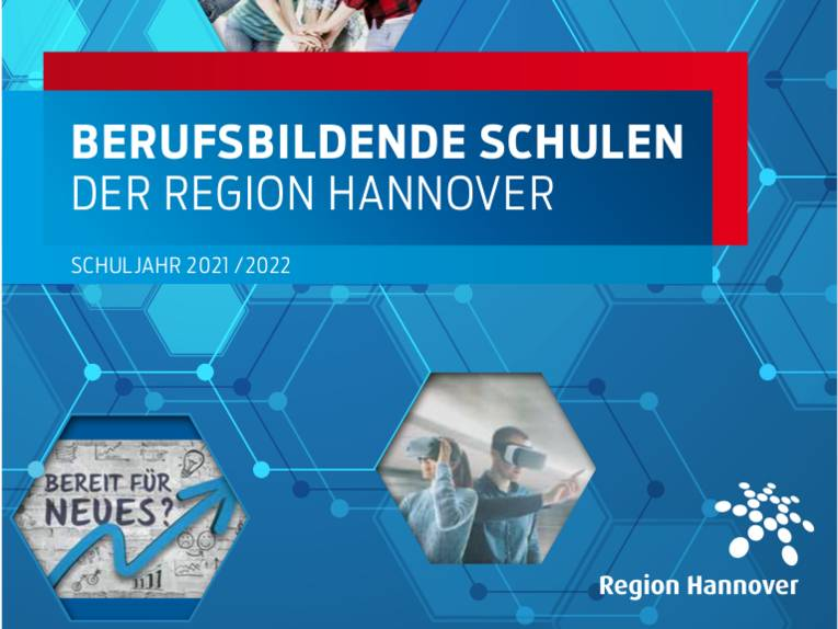 """Schriftzug """"Berufsbildende Schulen der Region Hannover Schuljahr 2021/2022""""."""