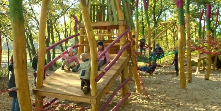 Ein Spielplatz im Amtspark Großburgwedel