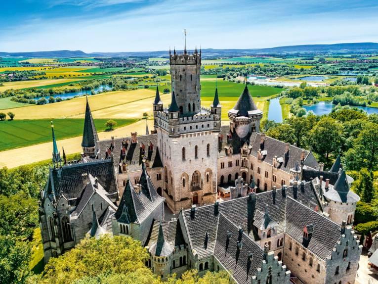 Schloss Marienburg im Frühling
