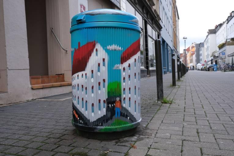 Künstlerischer Mülleimer im Volgersweg/Sedanstraße