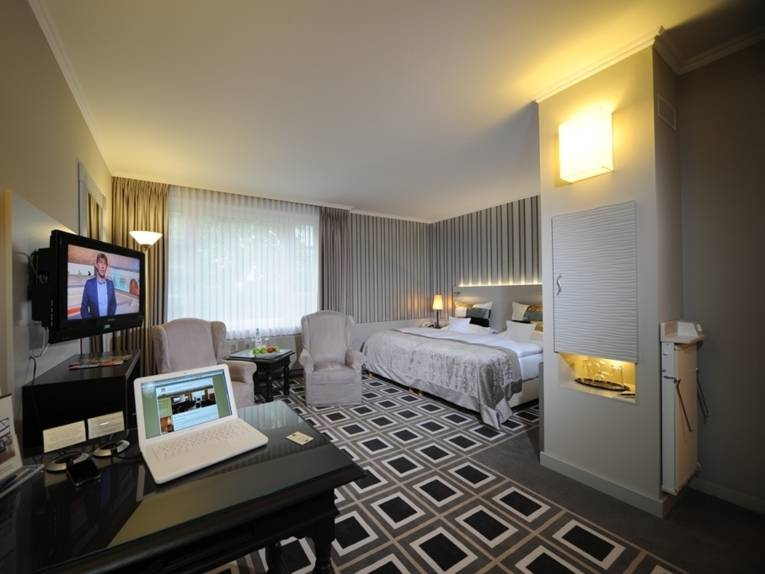 Ein Deluxezimmer im Parkhotel Kronsberg