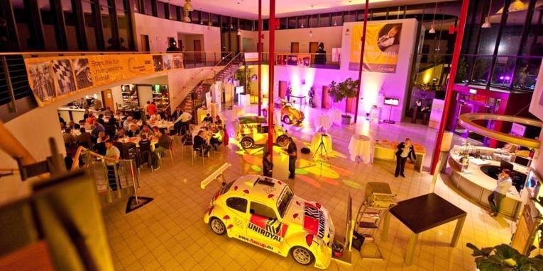 Ausstellungshalle im Fahrsicherheitszentrum