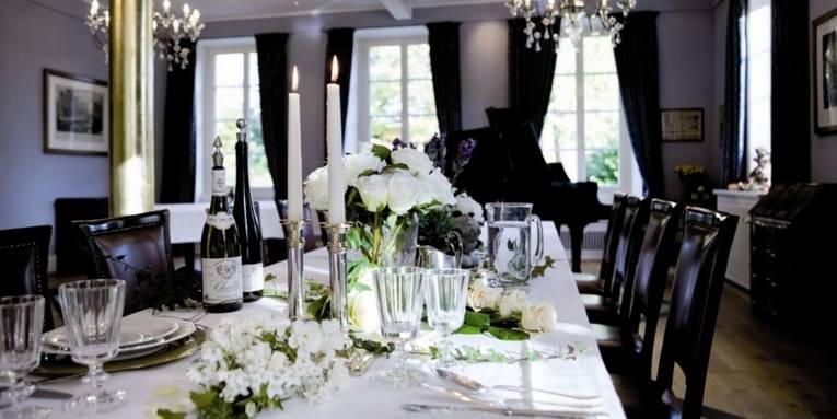 Eingedeckter Tisch im Rittergut Großgoltern