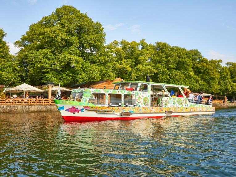 """Das fröhlich-poppige Schiff """"Hannover"""" der ÜSTRA-Mascheeflotte"""