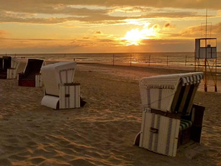 Strandkoerbe am Strand von Wangerooge