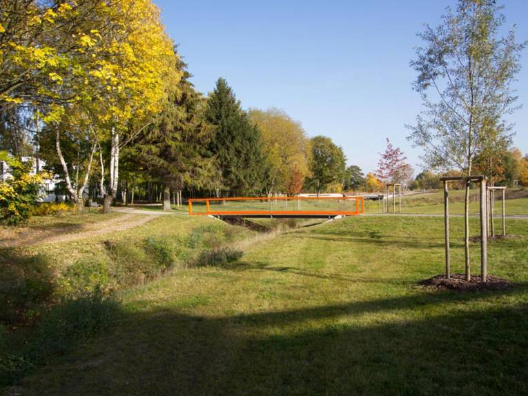 Brücke über ein Flüßchen im Wissenschafts- und Technologiepark Marienwerder