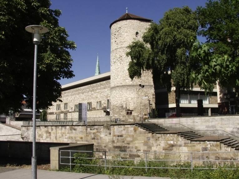 Blick auf die Leinepromenade und das Historische Museum