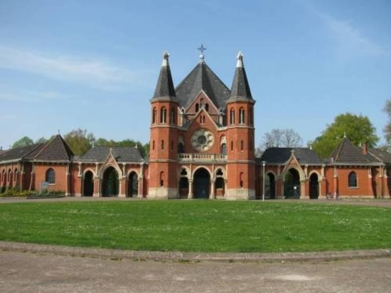 Foto vom Eingang des Stöckener Friedhofes