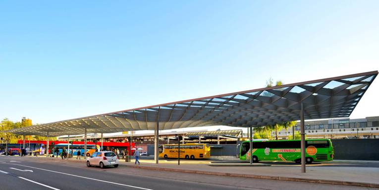 Ein Busbahnhof.