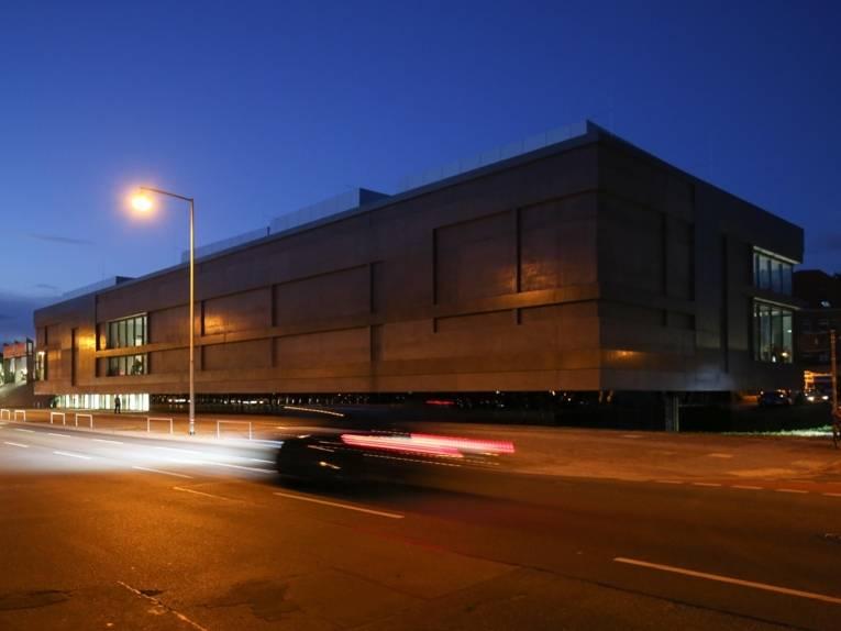 Nächteliche Außenaufnahme Erweiterungsbau Sprengel Museum
