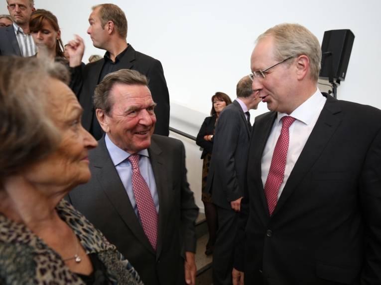 Oberbürgermeister Stefan Schostok im Gespräch mit Altbundeskanzler Gerhard Schröder