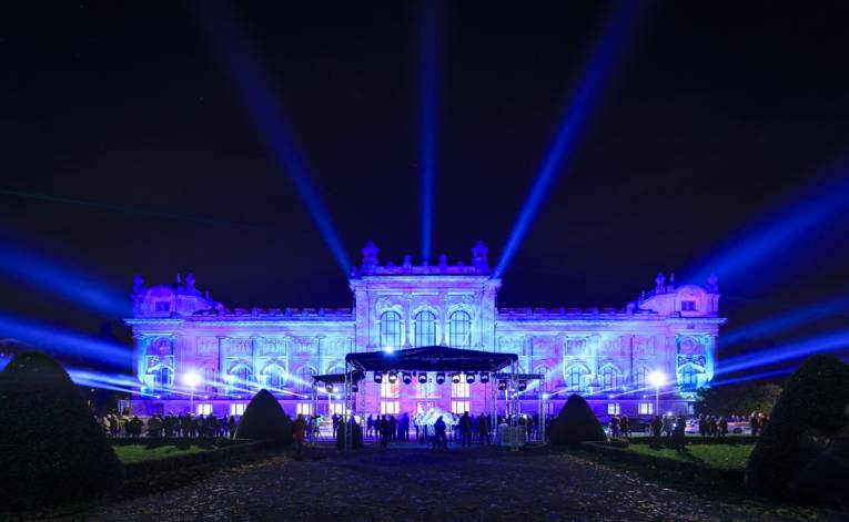 """Das illuminierte Schloss Herrenhausen beim Lichtkunstfestival """"Hannover leuchtet"""""""