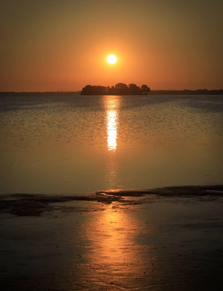 Das Steinhuder Meer bei Sonnenuntergang.