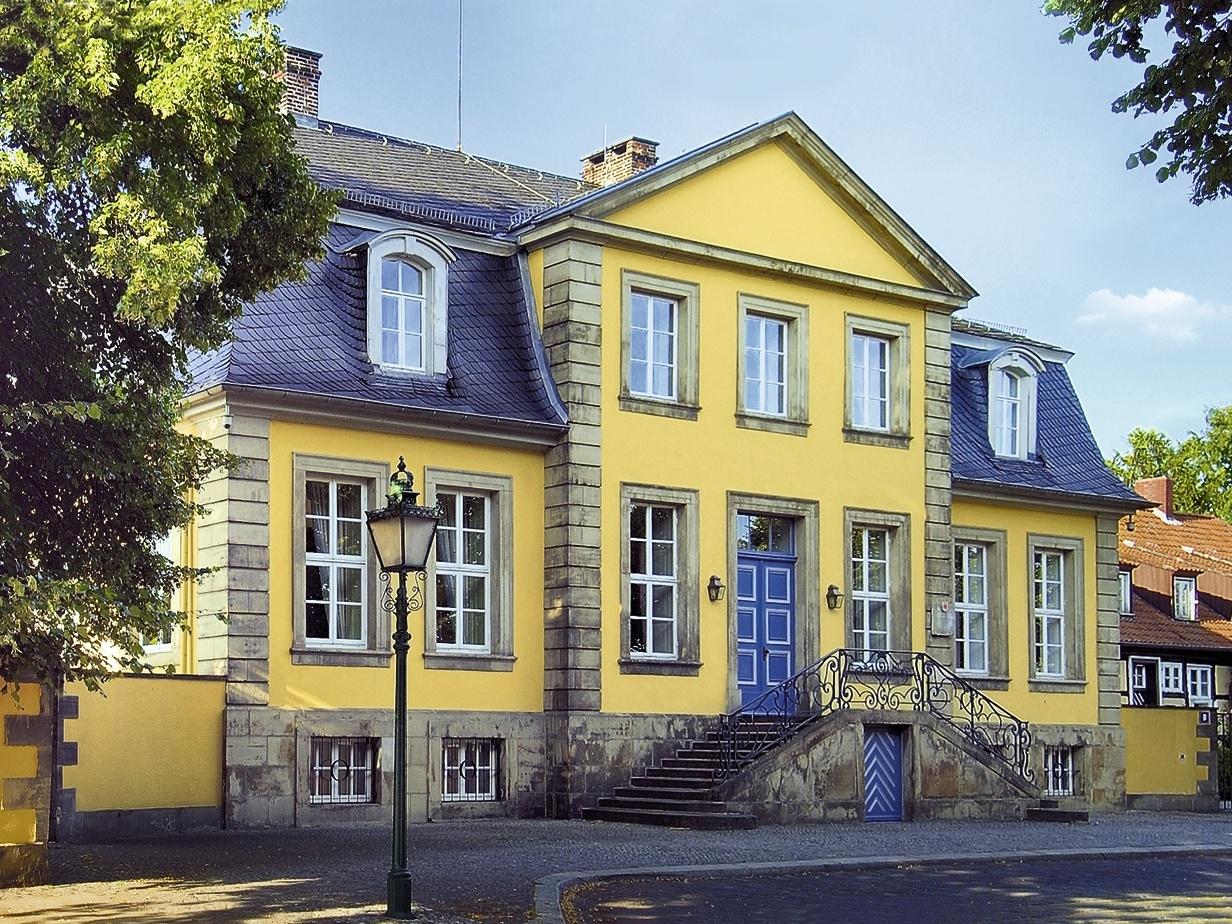 Aussenansicht Hardenbergsches Haus im Sommer