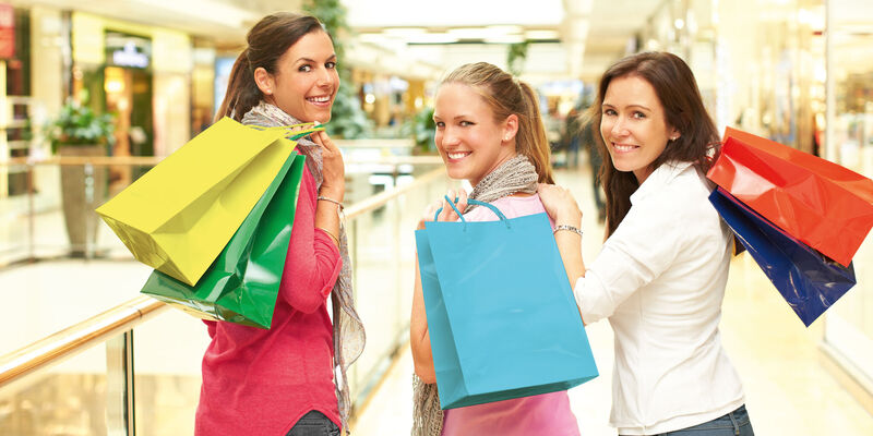 835659b5f1 Ladies Night: Shopping & Party - Package Arrangement