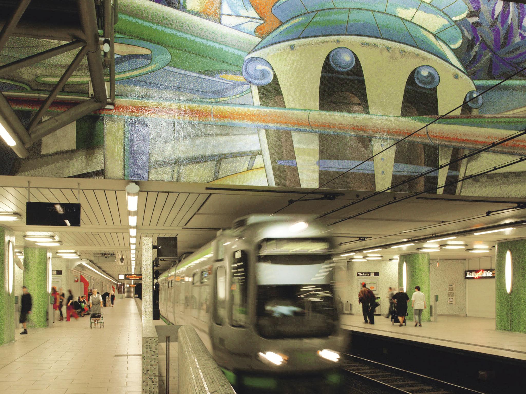 Eine einfahrende U-Bahn